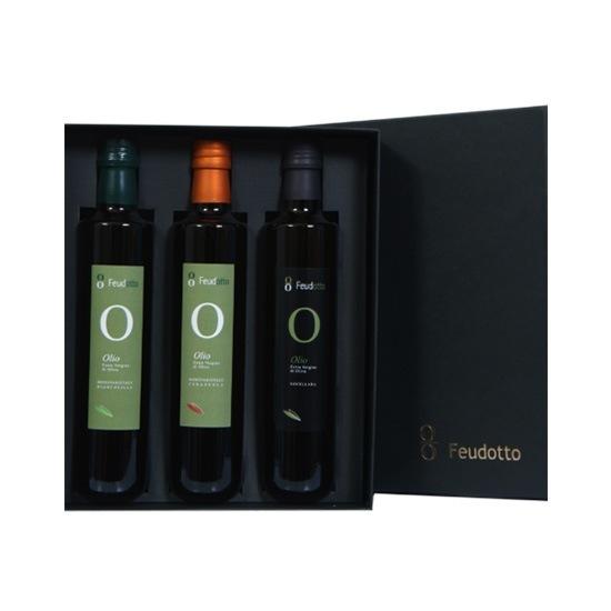 Scatola nera elegante contenente tre bottiglie di olio da 500 ml