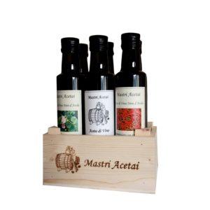 Cassetta in legno contenente sei bottiglie da 250 ml di aceti aromatizzati
